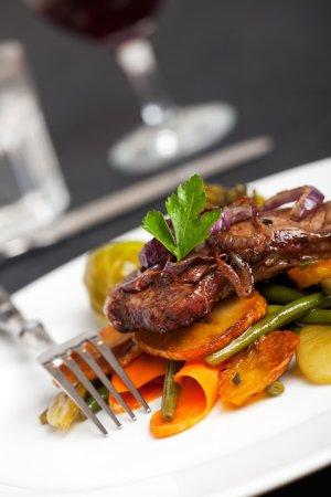 Embassy Suites by Hilton Mandalay Beach - Hotel & Resort: Dining food