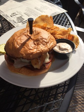 Ottertail, MN: Eating on the patio