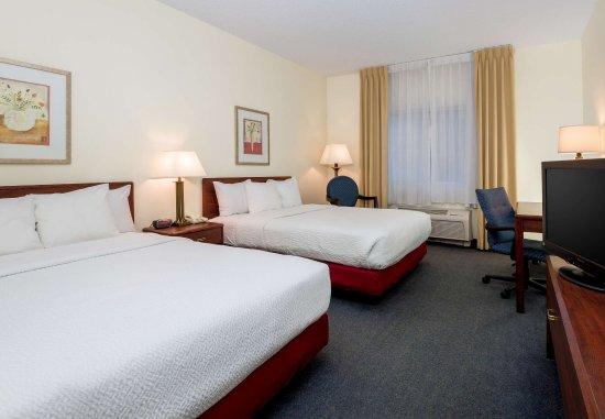 Independence, MO: Queen/Queen Guest Room