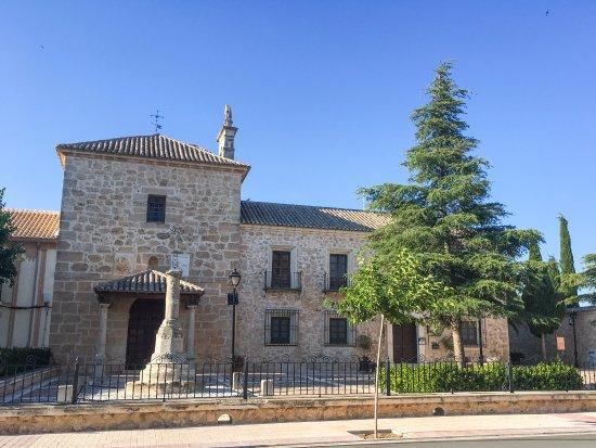 Lillo, Spain: Entrada principal hospedería