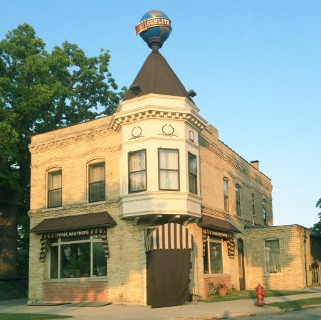 Three Brothers Restaurant : Building built in 1897