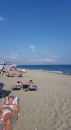 Atlantica Caldera Bay: Stranden  ved hotellet