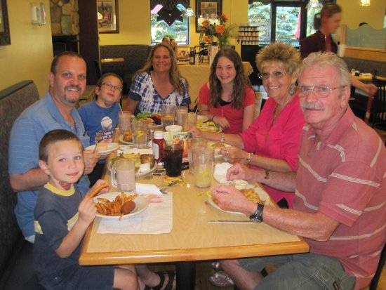Carol's Restaurant: Enjoying delicious home cooked food at Carol's!
