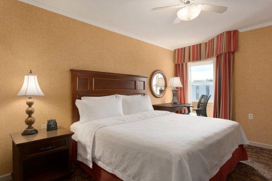 Liverpool, Нью-Йорк: King Bed