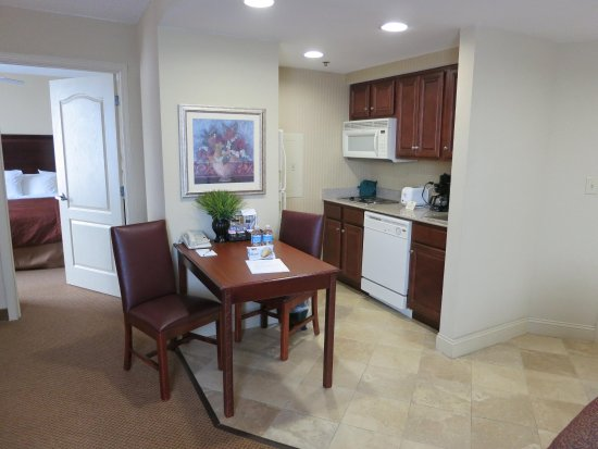 Homewood Suites by Hilton Huntsville-Village of Providence: Suite Kitchen