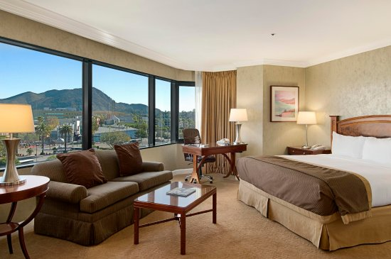 Hilton Los Angeles/Universal City: 1 King Bed Alcove Room
