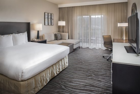 Hilton Santa Cruz / Scotts Valley: King Guest Room with Balcony