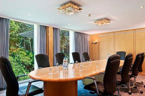 Opfikon, Swiss: Bankers Lounge