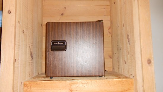 Waterville Valley, Nueva Hampshire: small refridge in a self built wooden box.