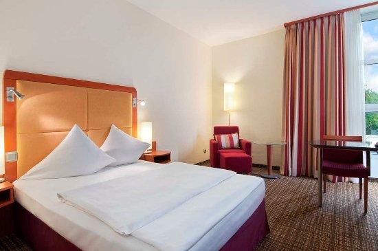 Hilton Nuremberg: Hilton Queen Guestroom