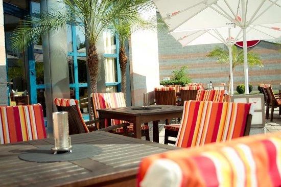 Hilton Nuremberg: Lounge Terrace