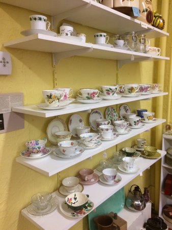 Brockport, NY: Jill's Antiques & Collectibles