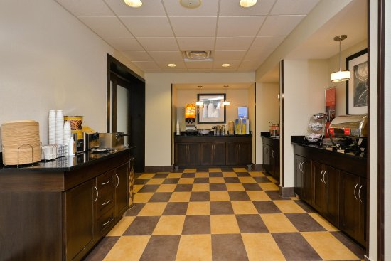 free breakfast hotel in Clarion