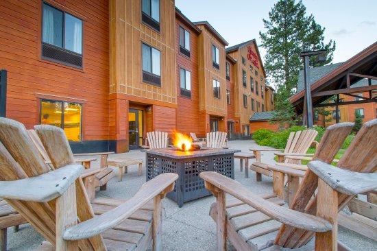 Hampton Inn & Suites Tahoe-Truckee: Fit Pit, Outdoor Patio Seating