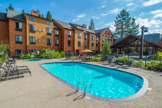 Hampton Inn & Suites Tahoe-Truckee: Outdoor Pool, Mountain Views