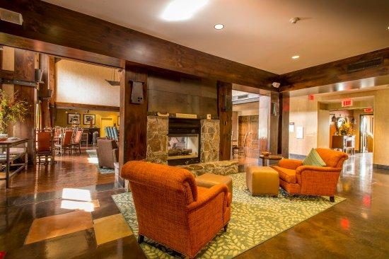 Hampton Inn & Suites Tahoe-Truckee: Soft Lobby Chairs, Fireplace