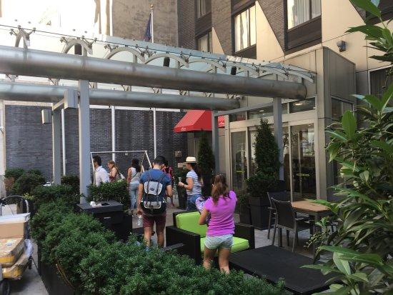 Holiday Inn NYC - Manhattan 6th Avenue - Chelsea: Good location and fast Internet