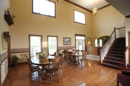 Carlisle Country Inn: First Floor Open Concept