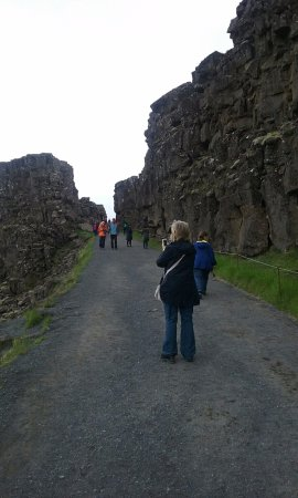 Bustravel Iceland: Gap in tectonic plates