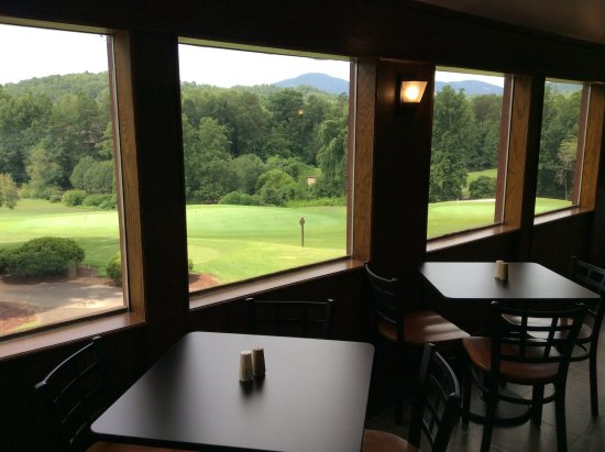 Lake Lure, NC: View overlooking the practice area and 1st Tee