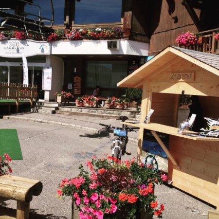 Combloux, France: La cabane vous accueil tout l'été !