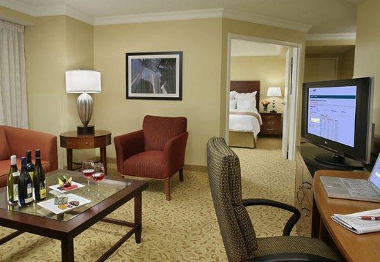 تورونتو ماريوت داونتاون إيتون سنتر: Suite Living Area
