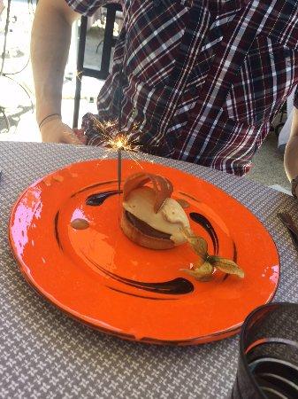 Limonest, Francia: tartelette coeur Caramel beurre salé, ganache chocolat Valrhona et sa glace caramel