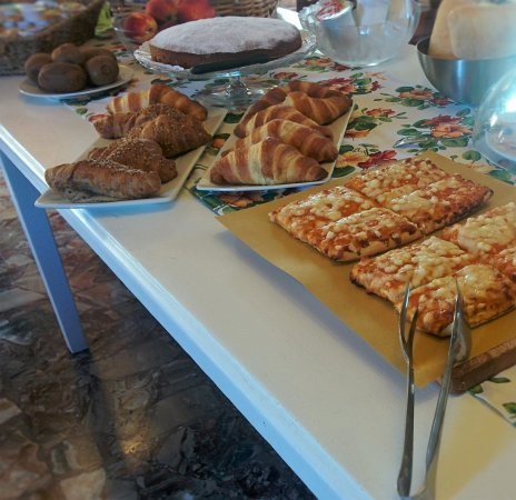 Oderzo, Italia: Pizza a colazione