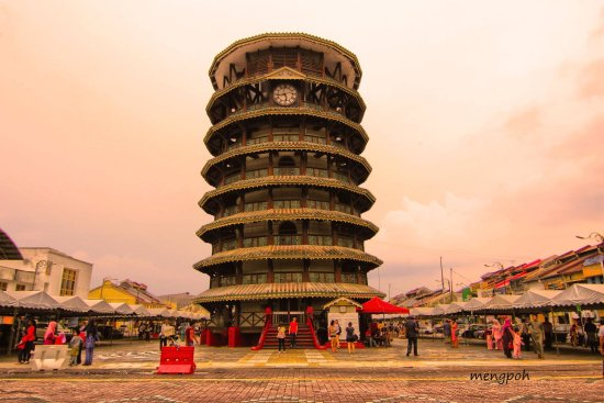 Teluk Intan, Malasia: The famous leaning tower.