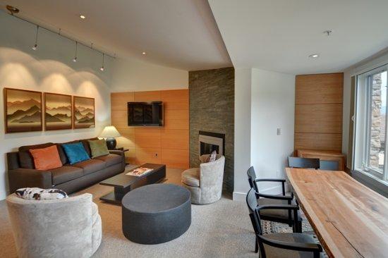 Terracehouse Condominiums: Living Room