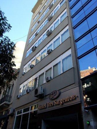 Hotel Tres Sargentos: FACHADA TOTALMENTE RENOVADA!!!!