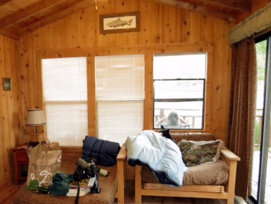 Summer Lake, OR: Living area with futon chairs/beds