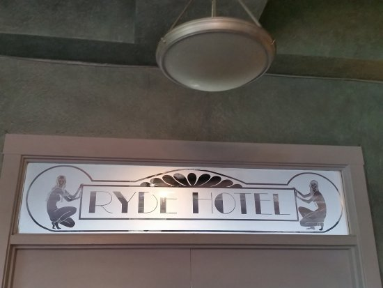 Ryde Hotel: Lobby Sign Leading to Restaurant