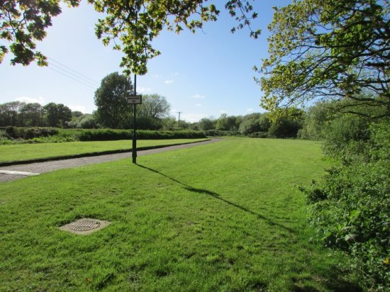 Fairway Holiday Park: Enterance Field