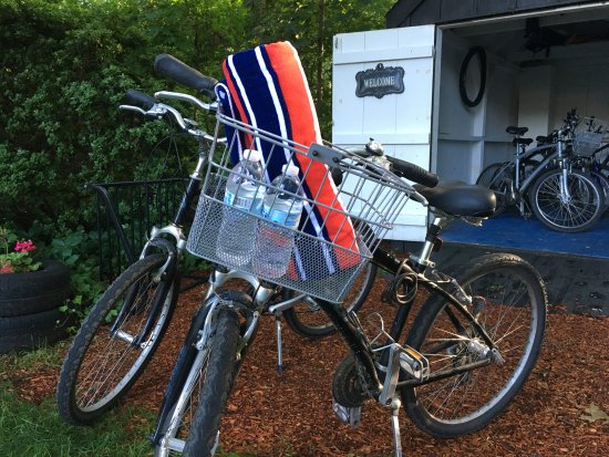 West Harwich, MA: Bikes with detachable picnic baskets available complementary!