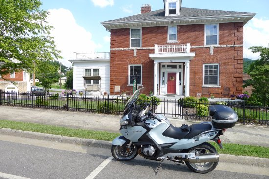 The Collins House Inn Photo