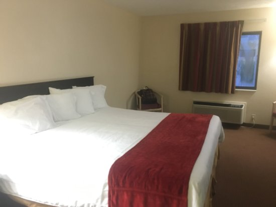 Vienna, IL: View of the room