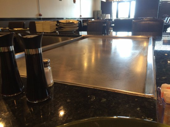Arnold, MO : Our empty dining room and hibachi table
