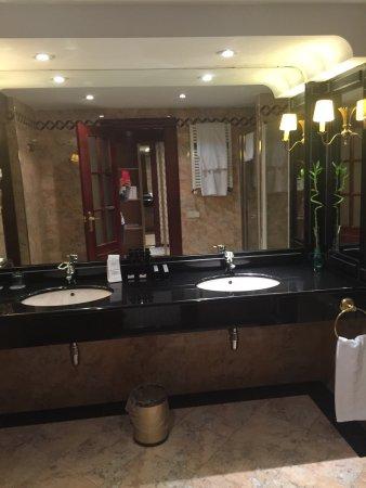Melia Zaragoza: Habitación tipo Suite...