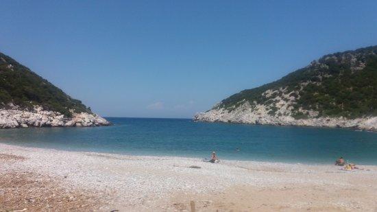 Glisteri Beach: Beautiful deserted bay