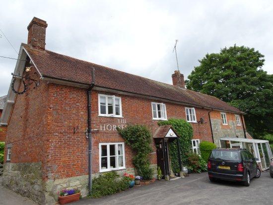 Ebbesborne Wake, UK: The Horseshoe Pub - Note Horseshe Sign on the left of the building