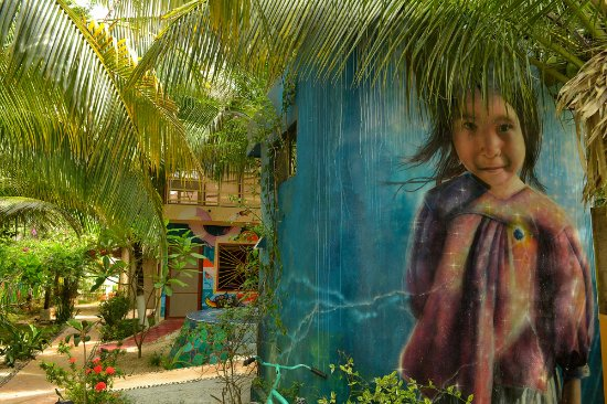 Villa ZenaLiza: Art in the garden
