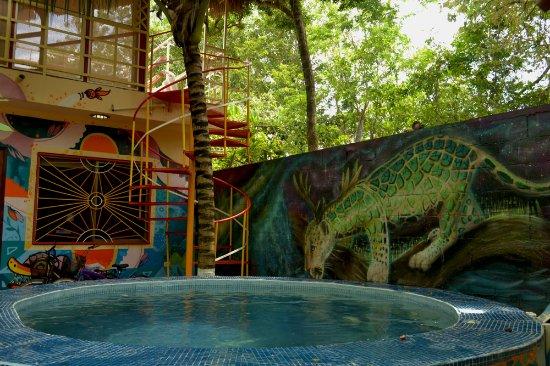 Villa ZenaLiza: Jacuzzi & mural