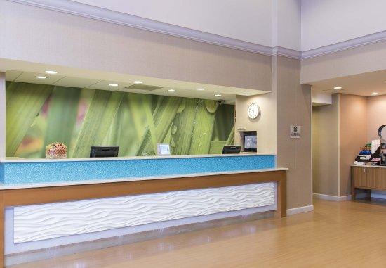 SpringHill Suites Peoria Westlake: Front Desk