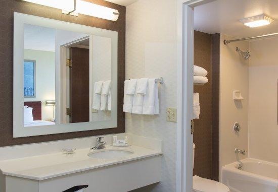 Peoria, IL: Suite Bathroom