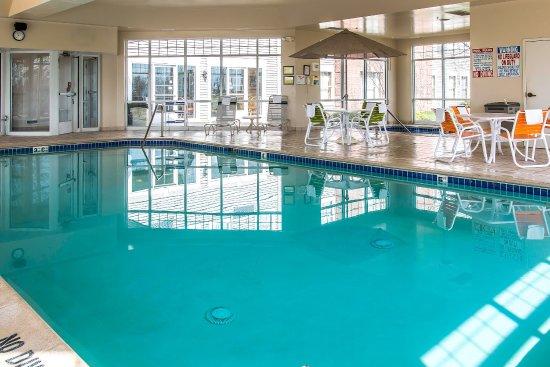 Chelsea, MI : Pool