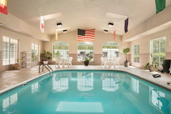 Country Inn & Suites By Carlson: PADUPool