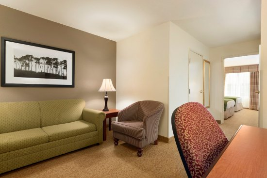 Country Inn & Suites By Carlson: SPADUTwo Queen Standard Suite