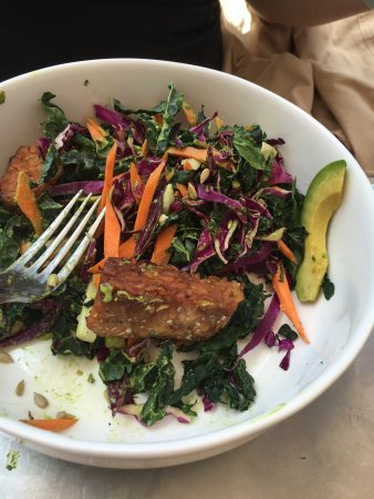 Spring Cafe Aspen: Superfood salad with tempeh