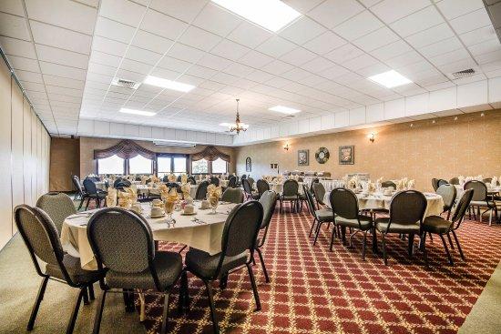 Waupaca, WI: Ballroom